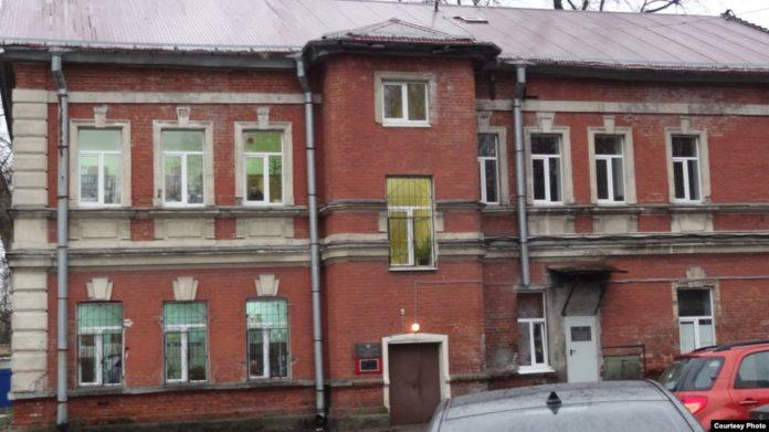 Родители заявляют, что здание школы никогда не принадлежало церкви. Фото: severreal.org