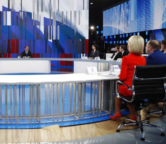 Медведев заявил, что при медосмотре в школе ему мерили только рост и вес. Фото: Дмитрий Медведев / Facebook