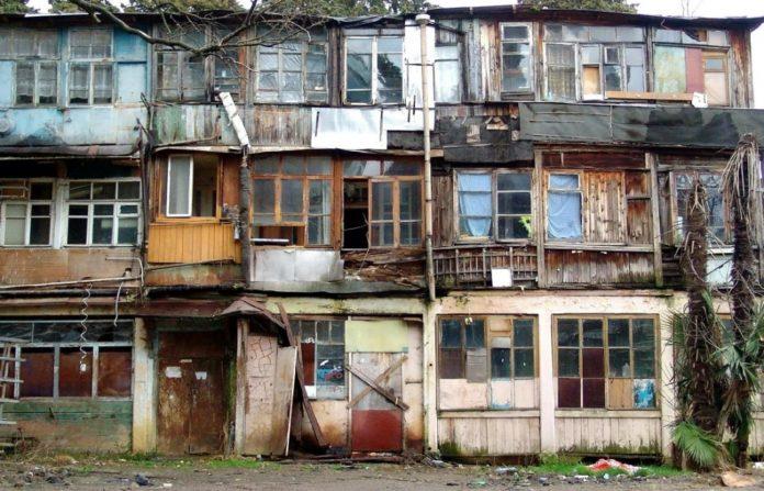 В России надо заменить 9,5 млн квадратных метров жилья, пришедшего в негодность. Фото: novokuznetsk.ru