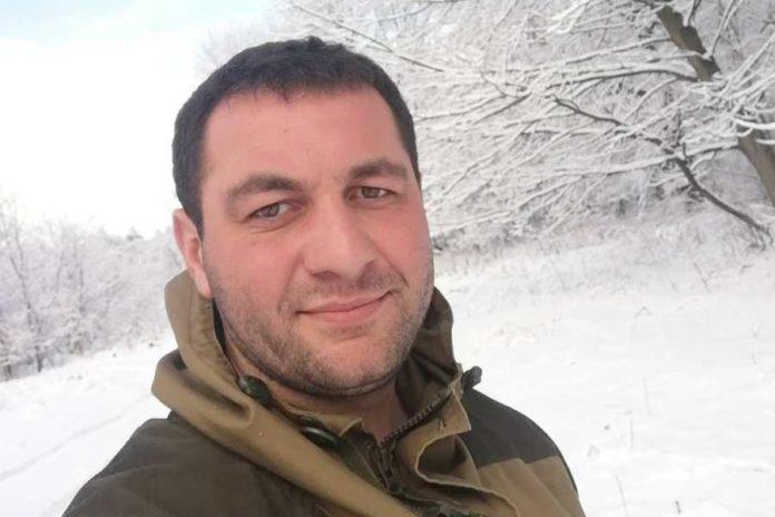 Путешественник набирал снег в термопакеты высоко в горах и привозил во Владикавказ. Фото: news-r.ru