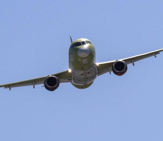 Самолет, SSJ100 Фото: Сергей Савостьянов / ТАСС