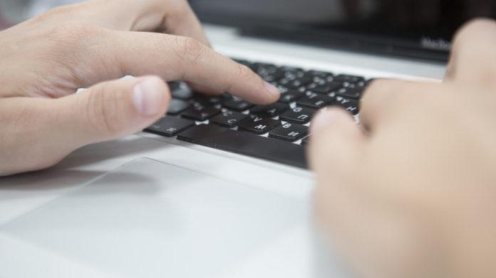 Клавиатура, компьютер, пароль. Фото: МТРК «МИР» / Алан Кациев
