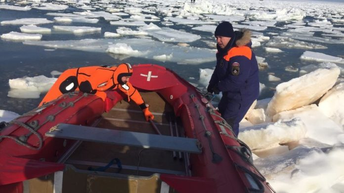 Сахалин, рыбаки, спасательная операция, МЧС, льдина