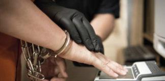 отпечатки пальцев, арест, тюрьма, наручники, мошенничество
