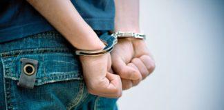 Подросток, наручники, Фото: v-kurse.ru