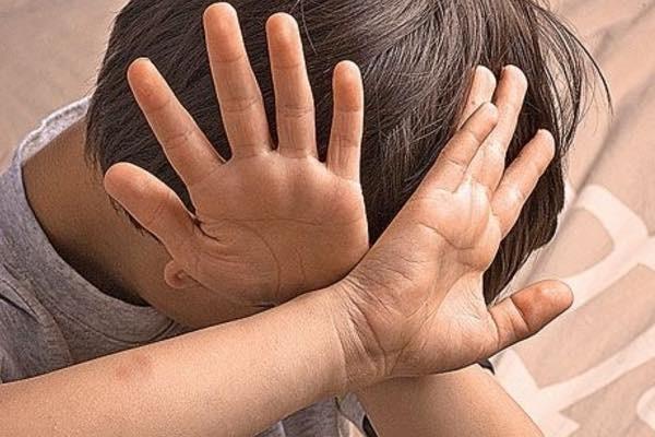 насилие, избиение ребенка, применение силы