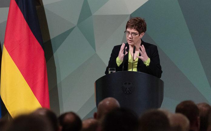 Аннегрет Крамп-Карренбауэр, министр обороны Германии