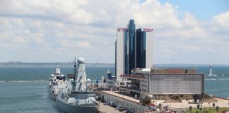 Фрегат Eversten и эсминец Defender в Одессе